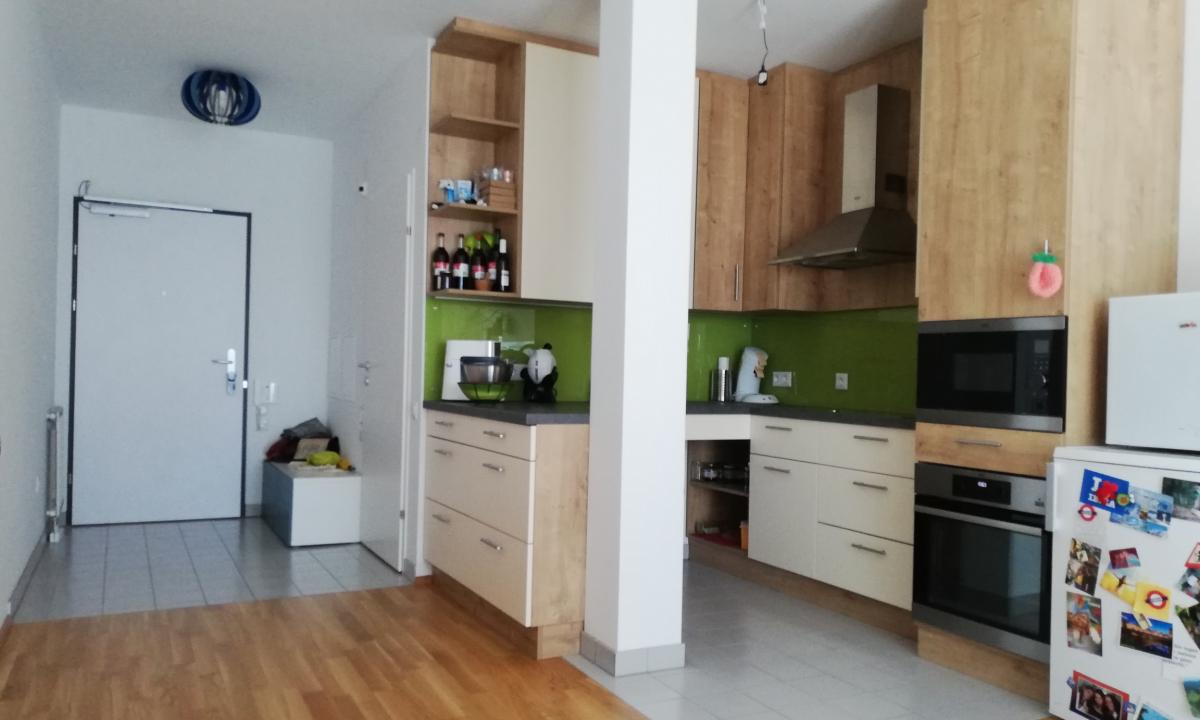 Wohnungseingang und Eck-Küche
